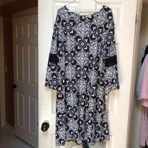 Dresses & Skirts - Black & White Dress